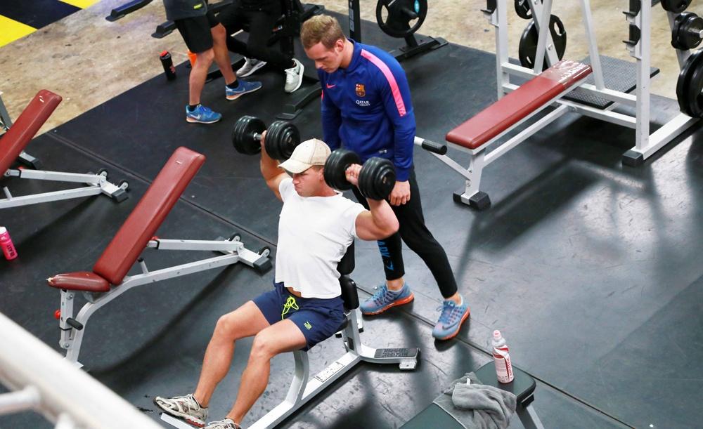 Trainen met losse gewichten en spotter